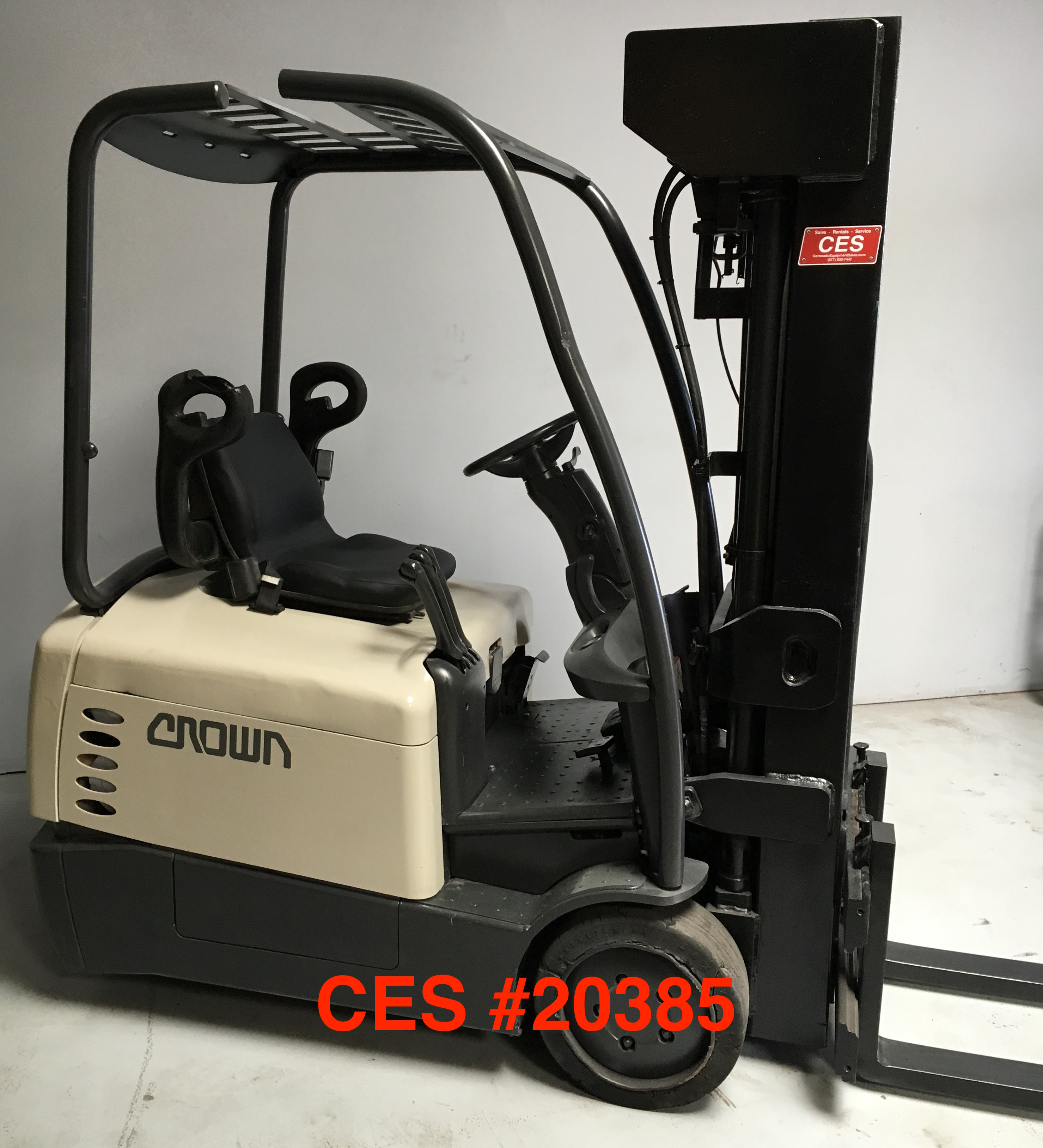 Crown Narrow Aisle 3 Wheel Electric Forklift 20385