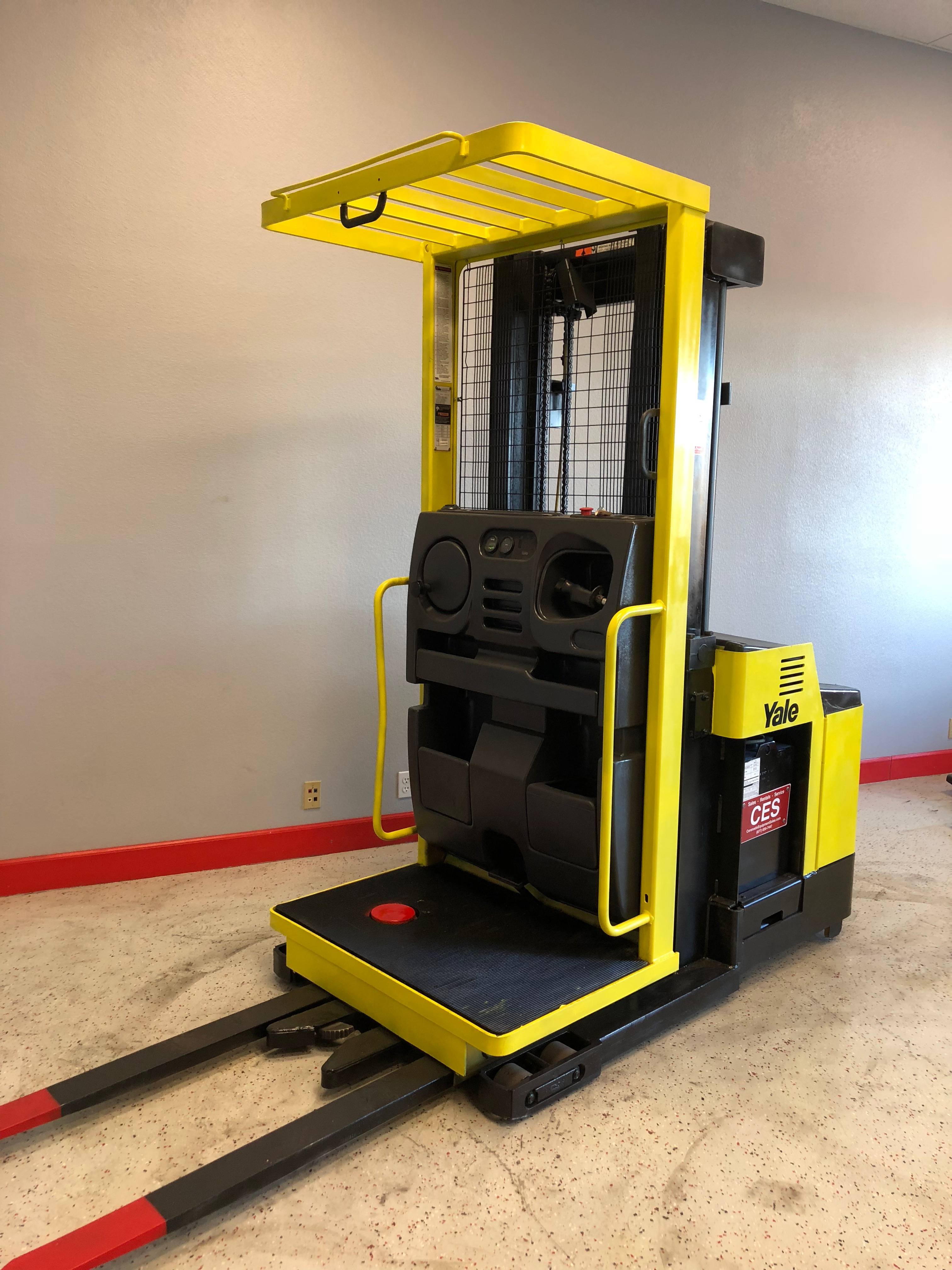CES #20762 Yale Order Picker / Electric Forklift ...