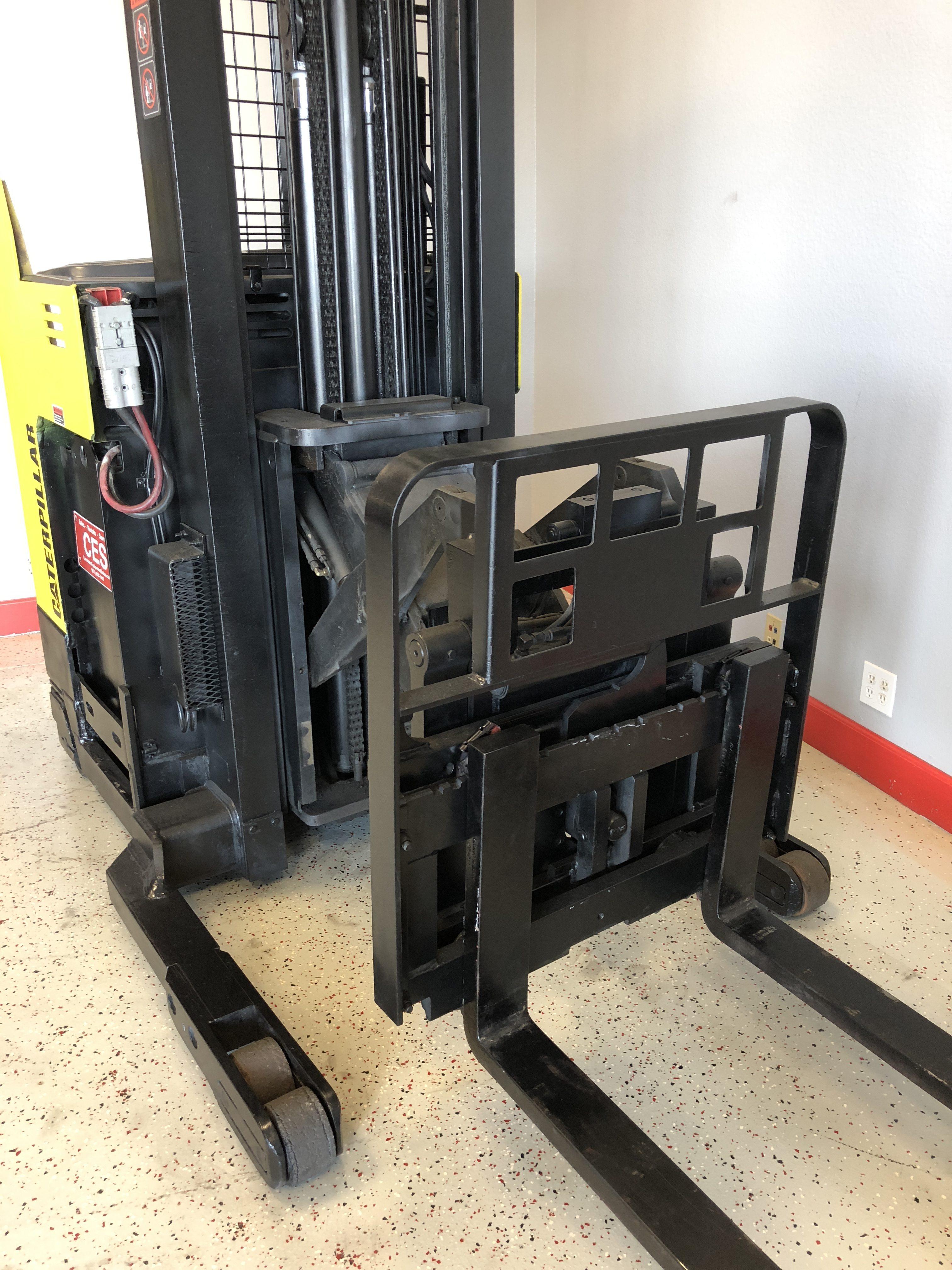 """CES #20719 Caterpillar NRR30 Reach Forklift 252"""""""