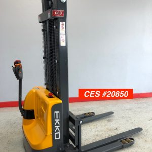 Straddle Stacker Electric
